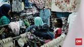 Peningkatan belanja terjadi pada masyarakat kelas menengah ke bawah yang memang tingkat konsumsinya tinggi. (CNN Indonesia/Andry Novelino)
