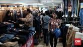 Peningkatan belanja, menurut Aprindo, dipengaruhi oleh uang Tunjangan Hari Raya (THR) yang sudah dibagikan ke karyawan. (CNN Indonesia/Andry Novelino)