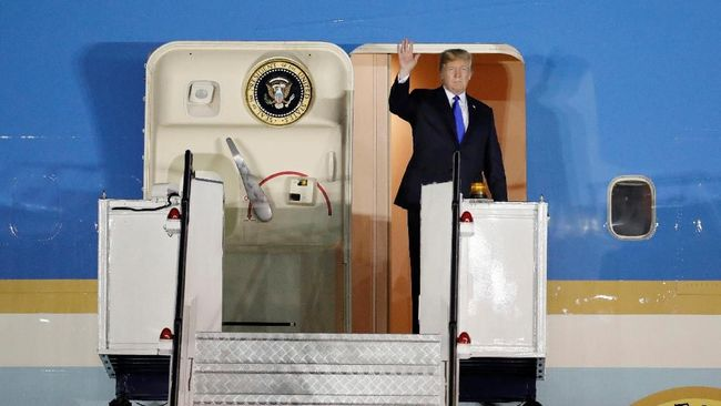 Donald Trump Tiba di Singapura untuk Temui Kim Jong Un