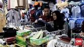 Pelaku usaha memprediksi kenaikan belanja masyarakat masih akan berlanjut hingga satu pekan setelah THR dibagikan. (CNN Indonesia/Andry Novelino)