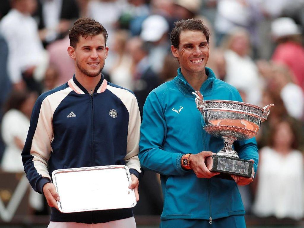 Senyum lebar dari Nadal sang juara.Dengan 11 gelar di Prancis Terbuka, petenis Spanyol itu menajamkan rekornya sebagai petenis dengan gelar terbanyak di turnamen yang sama di era Terbuka.(Foto: Benoit Tessier/Reuters)