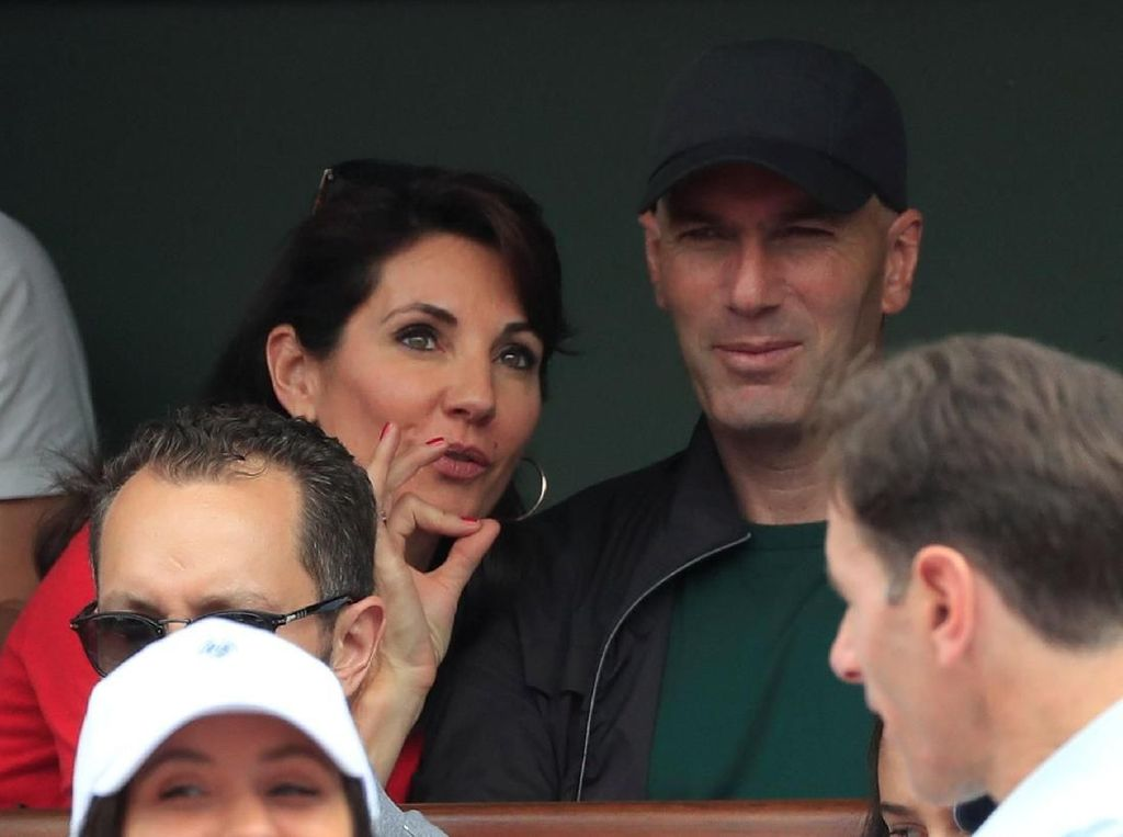 Final Prancis Terbuka 2018 menarik perhatian para pesohor. Salah satunya, legenda sepakbola Prancis Zinedine Zidane yang baru saja meninggalkan Real Madrid usai juara Liga Champions di akhir Mei lalu. (Foto: Gonzalo Fuentes/Reuters)