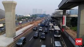 Tol Cikampek Arah Jakarta Macet, Imbas Kepadatan di Rest Area