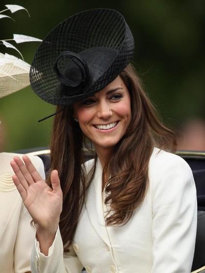 Saat Kate Middleton, Ayu Ting Ting dan Shandy Aulia Berbaju Kembar