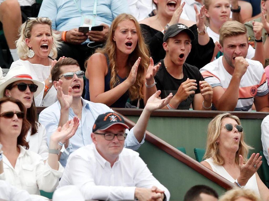 Thiem mendapat semangat dari sang pacar, sekaligus petenis Prancis Kristina Mladenovic. (Foto: Benoit Tessier/Reuters)