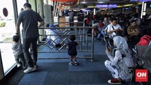 Tips Membuat Anak Tenang saat Pesawat Delay