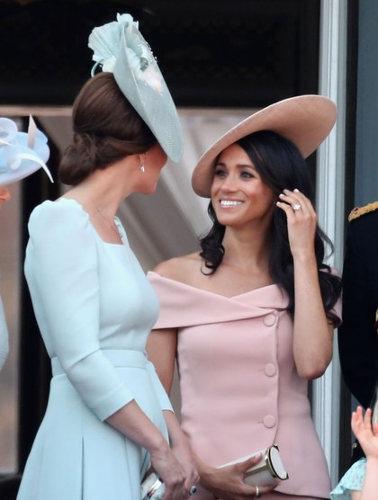Beda Gaya Debut Meghan Markle Vs Kate Middleton di Trooping The Colour