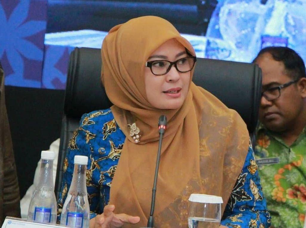 Gaya Hijab Simpel Bupati Cantik Pandeglang, Irna Dimyati