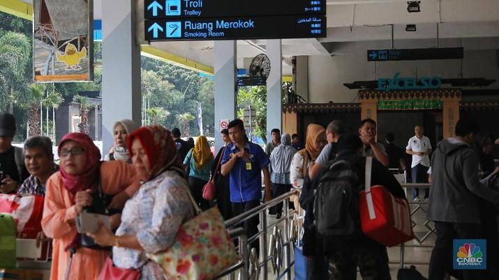 Dua pilot ditangkap di Bandara Halim Perdanakusuma terkait dengan sabu-sabu.
