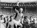 Geoff Hurst Cetak Tiga Gol di Final Piala Dunia 1966