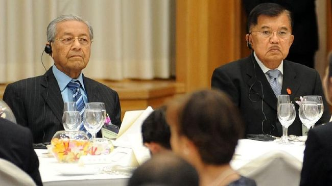 JK Makan Malam bersama Shinzo Abe dan Mahathir di Jepang