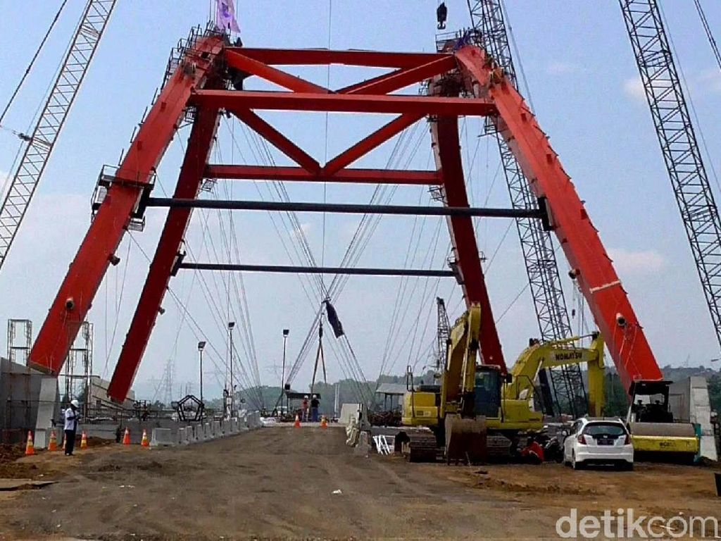 Jembatan Kalikuto merupakan jembatan pelengkung baja pertama di Indonesia yang perakitannya tidak dilakukan di pabrik melainkan dirakit di lokasi pekerjaan. Pembangunan jembatan ini menjadi titik kritis pada jalur mudik di tol fungsional Batang-Semarang.
