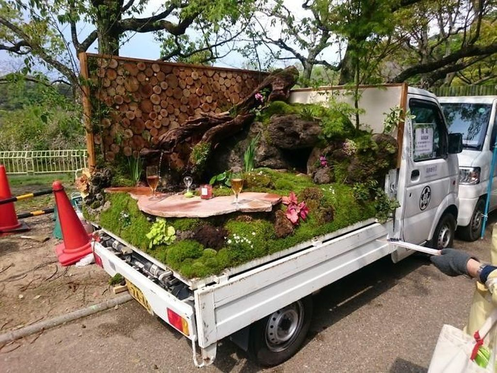 Kamu Nggak Akan Nyangka Taman-taman Indah Ini Dibuat di Atas Mobil Bak