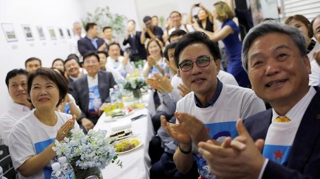 Kim dan Trump bertemu untuk membahas potensi denuklirisasi di Semenanjung Korea, isu yang mengkhawatirkan masyarakat internasional. (REUTERS/Tyrone Siu)
