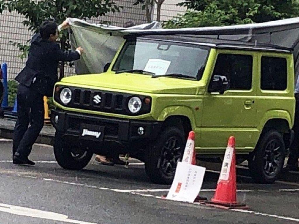 Setelah beberapa foto-foto Jimny muncul di media sosial, Suzuki mengungkap Jimny bakalan muncul 5 Juli mendatang. Foto: Carscoops