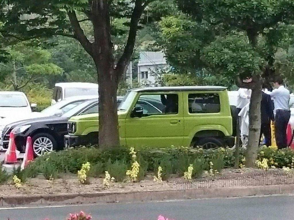 Dengan ukurannya yang kecil namun memiliki kemampuan off-road, Jimny terbaru diprediksi masih bisa bersaing dengan kei-car lain di Jepang. Foto: Carscoops