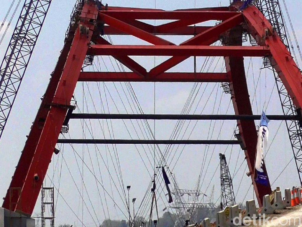 Sebelumnya, pemudik melewati jalan di samping jembatan, di mana kendaraan diarahkan keluar Gringsing sejauh 500 meter untuk melintasi Kali Kuto dan masuk kembali ke tol menuju gerbang tol keluar di Krapyak (Semarang).