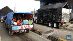 Kepadatan Terpantau di Pintu Tol Semarang Arah Jakarta