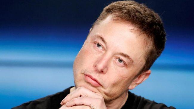 SpaceX Tunda Kirim Orang Liburan Keliling Bulan
