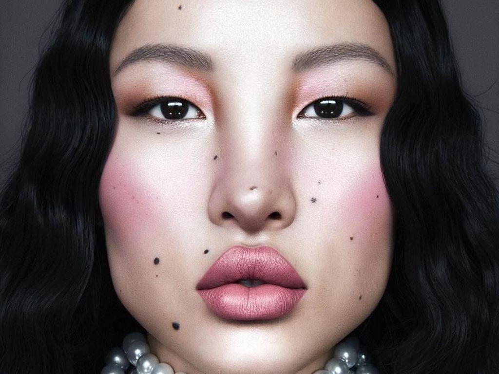 Pesona Model Cantik Berwajah Unik yang Mirip Karakter Avatar