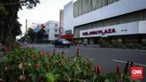 Hingga Senin, diperkirakan 50 persen penduduk Jakarta telah meninggalkan ibu kota. Kawasan Melawai yang terbilang ramai kini terlihat luang hanya beberapa kemdaraan yang melintas. (CNNIndonesia/Safir Makki)