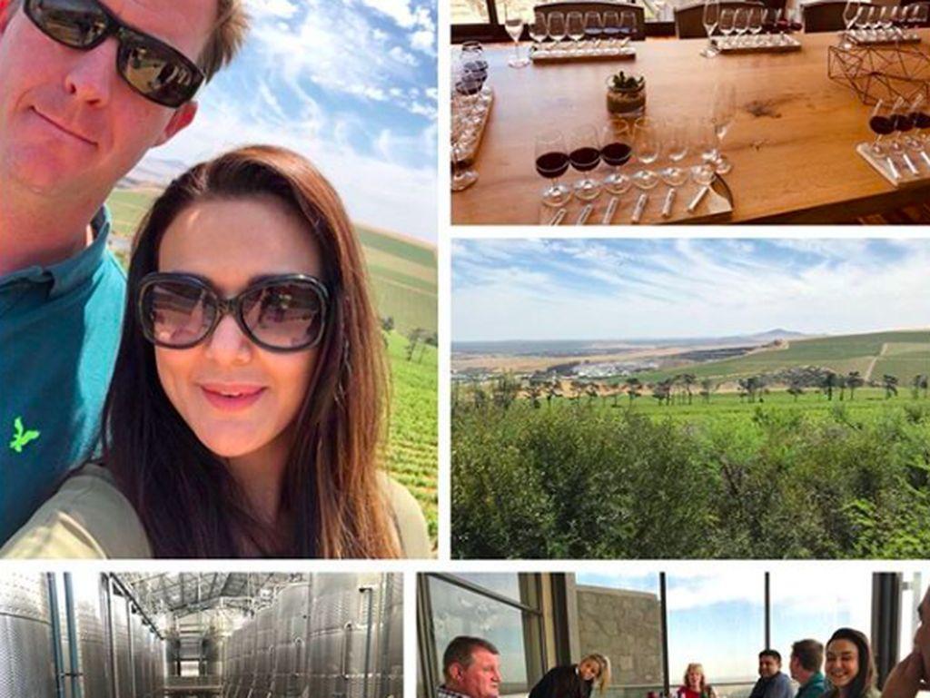 Istri Gene Goodenough ini sempat berkunjung ke sebuah winery di Afrika Selatan. Ia melihat perkebunan anggur sekaligus mencicip beberapa jenis wine.Foto: Instagram realpz