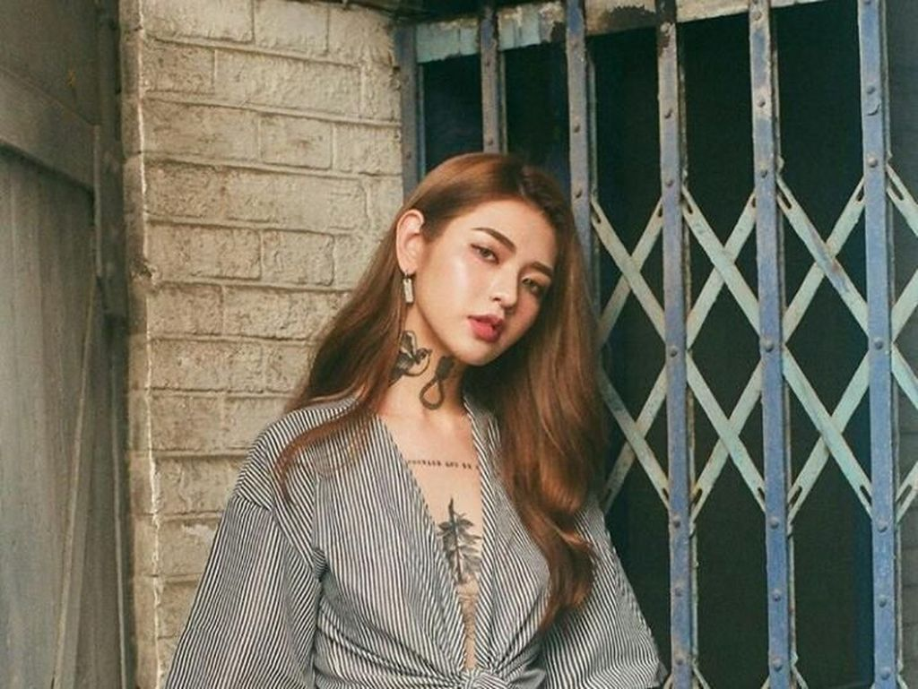Viral, Foto Wanita Cantik yang Dipenuhi Tato Ini Bikin Netizen Terpana