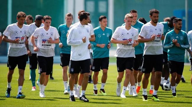 Timnas Jerman punya materi tim yang mentereng sehingga mereka dipercaya punya kapasitas kembali merebut trofi Piala Dunia. (REUTERS/Axel Schmidt)