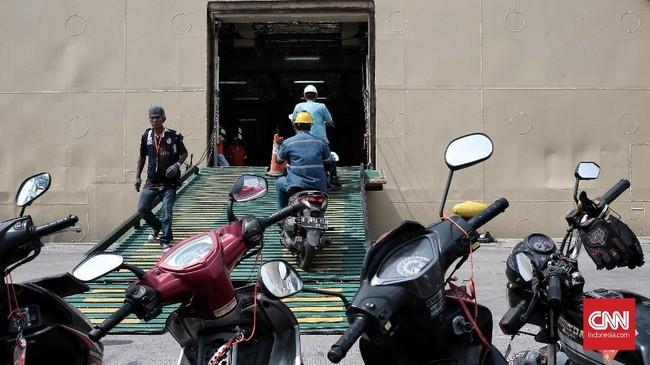 Bukan hanya gratis, pada program mudik gratis ini juga disediakan makan buka puasa secara gratis. (CNN Indonesia/Andry Novelino)