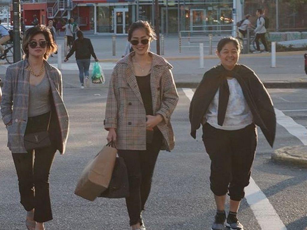 Gracia Indri, Gisela Cindy, dan Nevos Setyaningrom kompak saat berlibur di AS. Foto: Instagram Gracia Indri