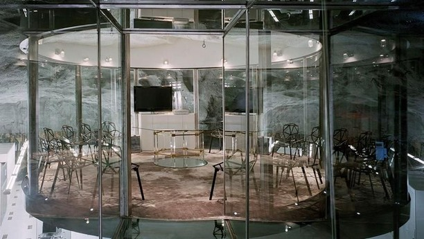 Nggak Nyangka, Kantor Ini Ternyata di Dalam Gua