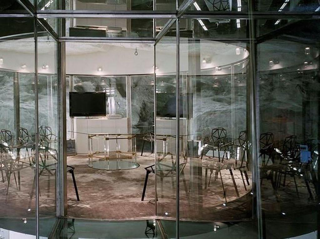 Kantor ini berlokasi di pusat kota Stockholm, Swedia dan dimiliki oleh perusahaan penyedia layanan internet terbesar di Swedia, Pionen. Foto: Dok. Albert France-Lanord Architects (AF-LA)