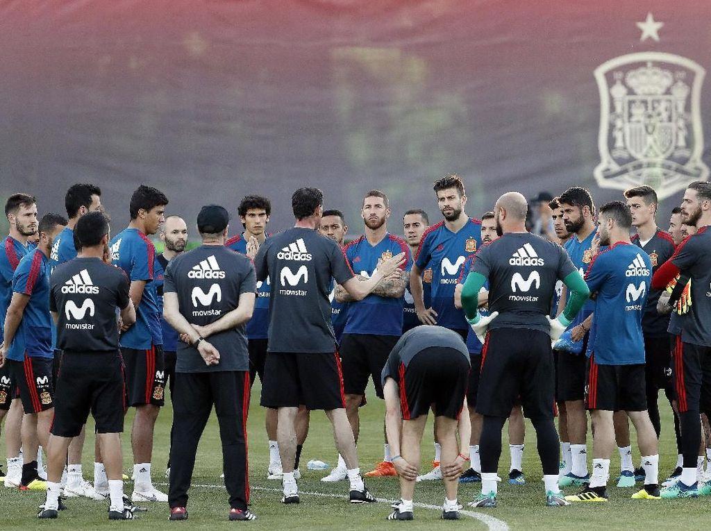 Kemudian di posisi ke-5 ada Spanyol yang baru saja memecat Julen Lopetegui dan menunjuk Fernando Hierro beberapa hari menjelang dibukanya Piala Dunia 2018 di Rusia. Foto: Getty Images