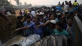 Mereka termasuk di antara 700 ribu muslim Rohingya yang melarikan diri dari penumpasan militer Myanmar. (REUTERS/Clodagh Kilcoyne)