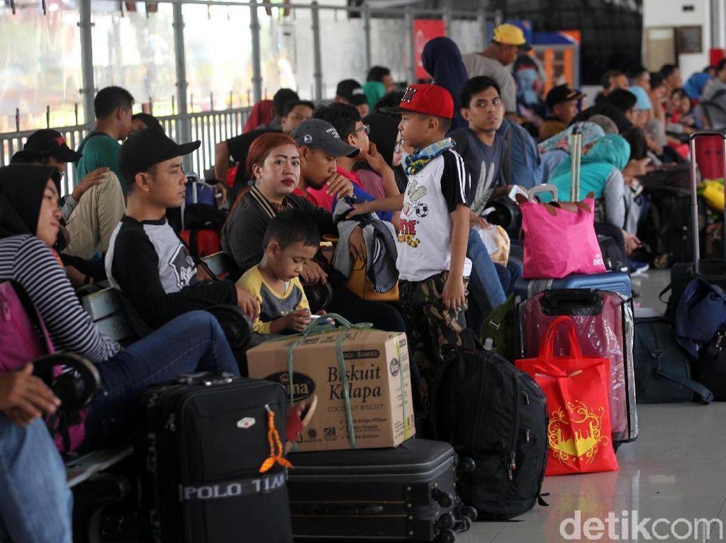 Padatnya para penumpang menjadi fokus PT KAI khususnya pada masa-masa mudik saat ini.