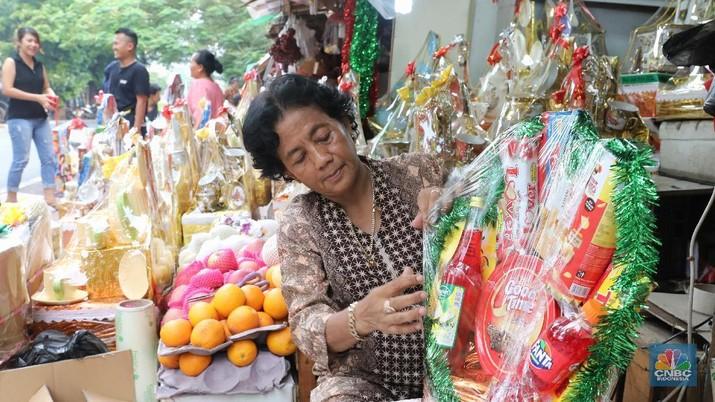 Penjualan Parcel Lebaran di Kawasan Barito, Kamis (14/6/2018). (CNBC Indonesia/ Andrean Kristianto)