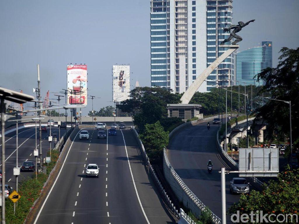 Jalan kosong ini disebebkan karena beberapa warga Jakarta pergi mudik.