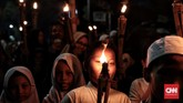 Meski menggemakan takbir sambil membawa obor, para warga diharapkan tidak menyalakan petasan karena dikhawatirkan dapat memicu tawuran. (CNN Indonesia/Andry Novelino)