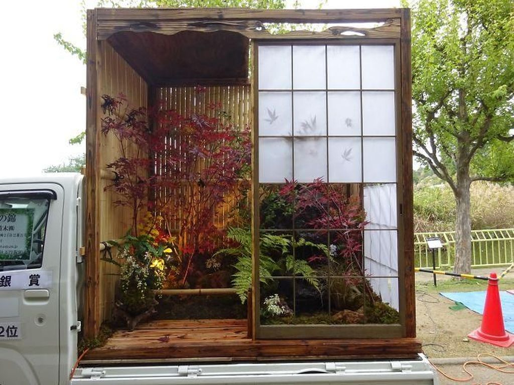 Salah satu hasil kreasi kontestan perlombaan ini. Mencoba kembali menghadirkan unsur-unsur tradisional Jepang ke dalam sebuah taman mungil di atas truk. Istimewa/Boredpanda.