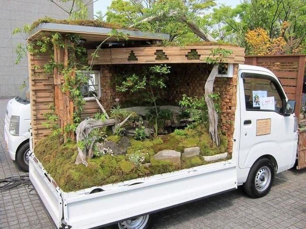 Perlombaan ini pun menarik minat banyak masyarakat Jepang untuk ikut memeriahkan perlombaan Kei Truck Garden ini. Istimewa/Boredpanda.