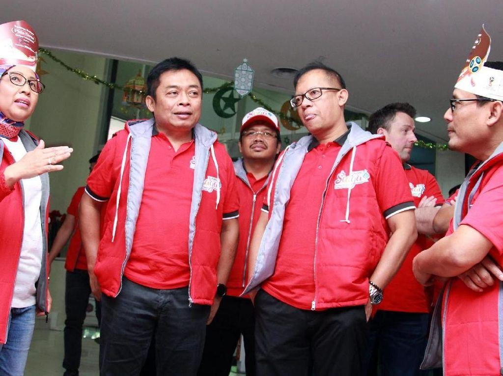 Direktur Utama Telkomsel Ririek Adriyansyah bersama jajaran Direksi melakukan pengecekan dan berkunjung ke pusat layanan pelanggan GraPARI Alia Jakarta Pusat. Foto: dok. Telkomsel