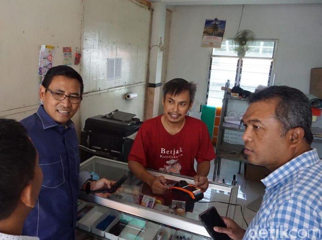 Direktur Bisnis Kecil dan Jaringan Catur Budi Harto beserta pemimpin Wilayah BNI Surabaya M Jufri melakukan Kunjungan di salah satu Agen46 BNI di Jombang, Jawa Timur (13/06/2018). Selain menyiapkan operasional terbatas di beberapa kantor cabang BNI seluruh Indonesia, BNI juga menyiapkan Agen46 di seluruh Indonesia untuk memberikan layanan kepada nasabah BNI.