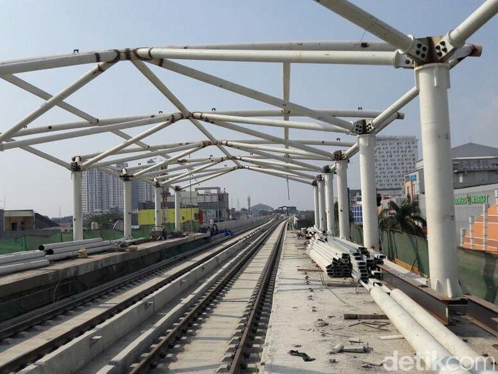 Sandiaga juga mengatakan, proyek LRT Fase II akan segera dimulai. Rencananya, pembangunan proyek LRT dari Kelapa Gading ke Tanah Abang itu akan dimulai tahun depan.
