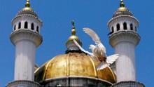 Menari Seksi di Masjid, Turis Wanita Bikin Geram Malaysia