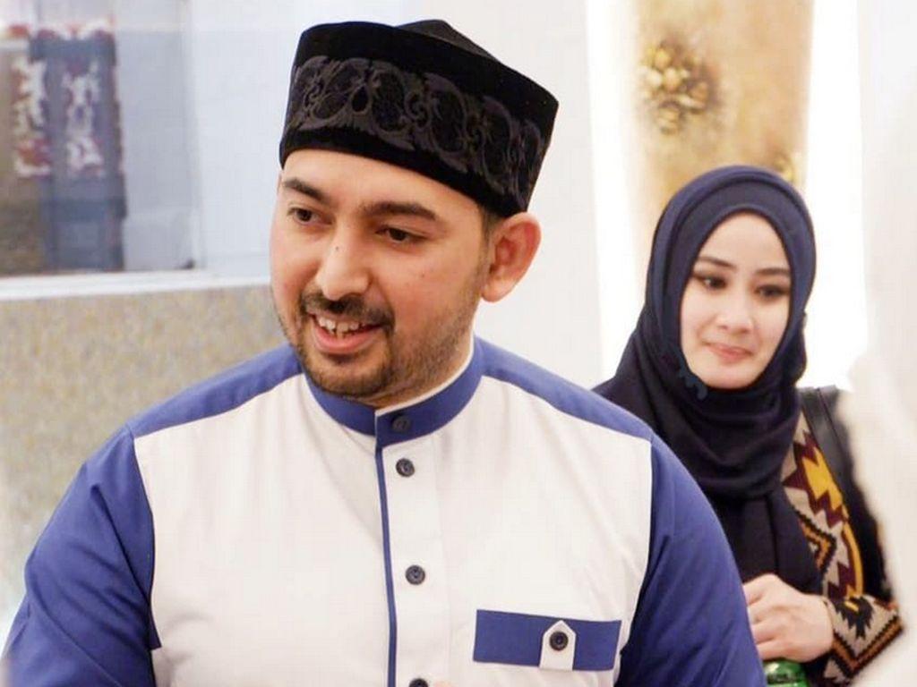 Setelah Ustad Al Habsyi dan Putri Aisyah Aminah resmi cerai, Athiyyatul Haniyyah mulai memposting kebersamaannya dengan Al Habsyi. Foto: (dok. Instagram Athiyyatul_Haniyyah_real)