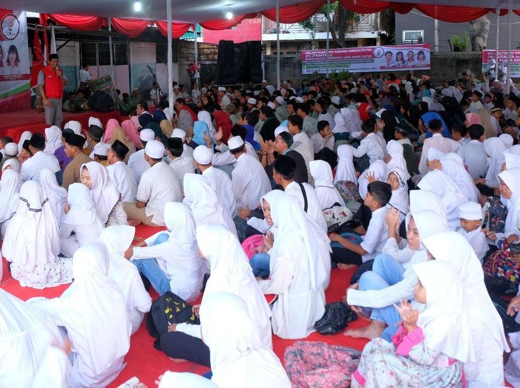 Acara santunan 1000 anak yatim piatu dan kurang mampu ini digelar berbarengan dengan pelantikan DPD Taruna Merah Putih DKI Jakarta. Foto: dok. Taruna Merah Putih
