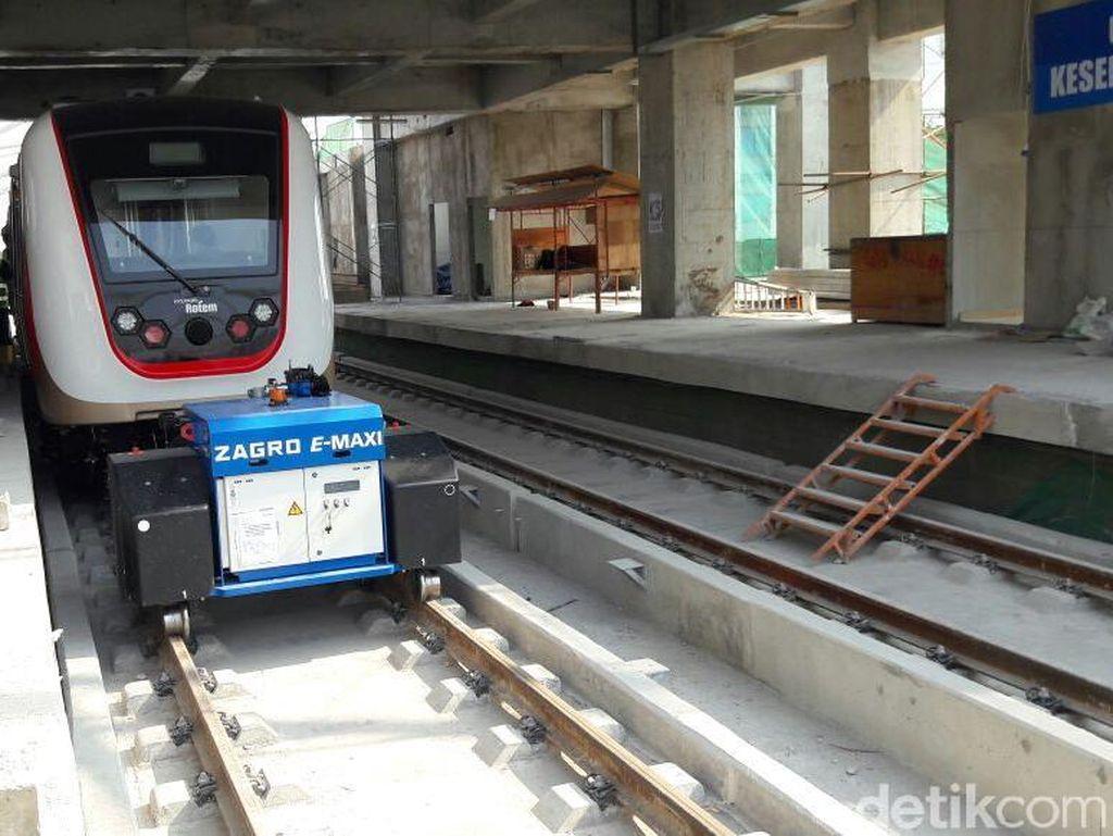 LRT Jakarta fase I dari Kelapa Gading ke Velodrome itu akan beroperasi sebelum gelaran Asian Games pada Agustus 2018. Ia berharap, proyek ini juga akan sesuai dengan anggaran.