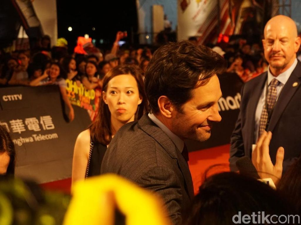 Paul Rudd saat menyapa fans di premiere Ant-Man and The Wasp. Foto: (Saras/detikhot)