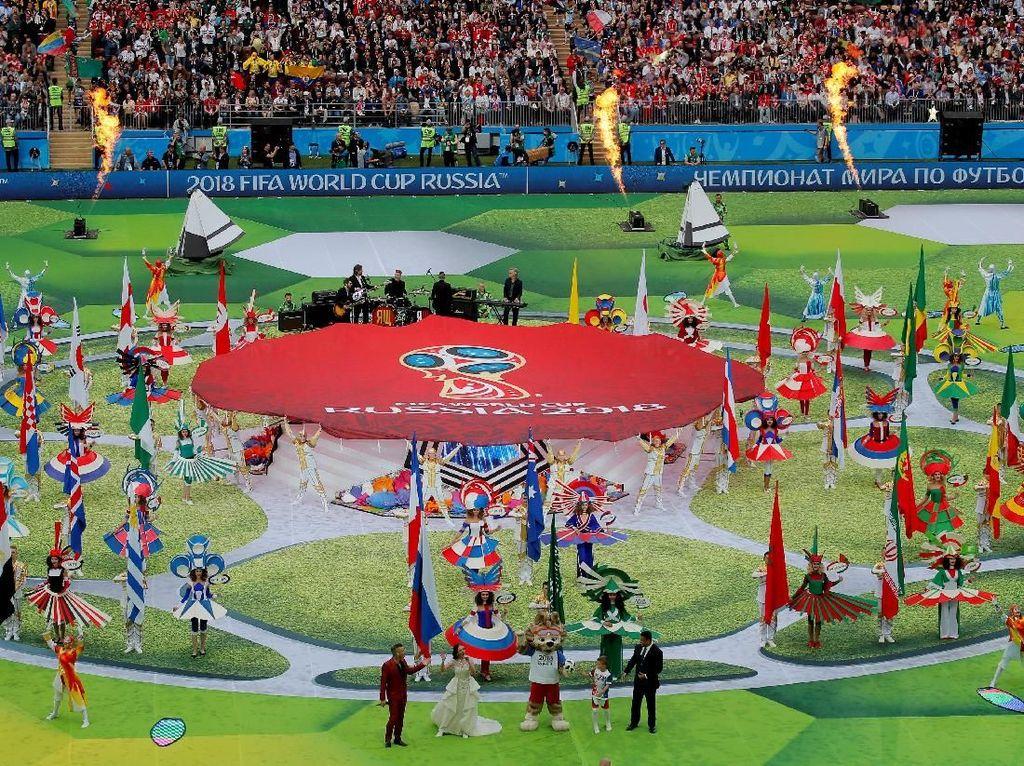 Sepelas opening ceremony, bergulir laga pertama Piala Dunia 2018 yang mempertemukan Rusia vs Arab Saudi. (Foto: Kai Pfaffenbach/Reuters)