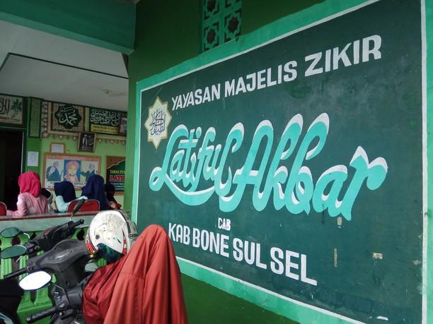 Momen Salat Id dan Silaturahmi Lebaran Jemaah Latiful Akbar Bone
